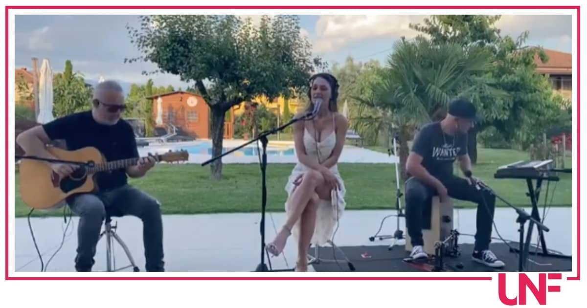 Anna Tatangelo canta Se, una ballata che ricorda l'amore finito con Gigi D'Alessio (Video)