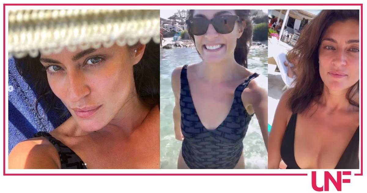 Elisa Isoardi in vacanza in Sardegna sceglie sempre il costume intero