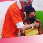 Bianca Guaccero posta sui social la foto mentre si vaccina e viene travolta da livore e insulti