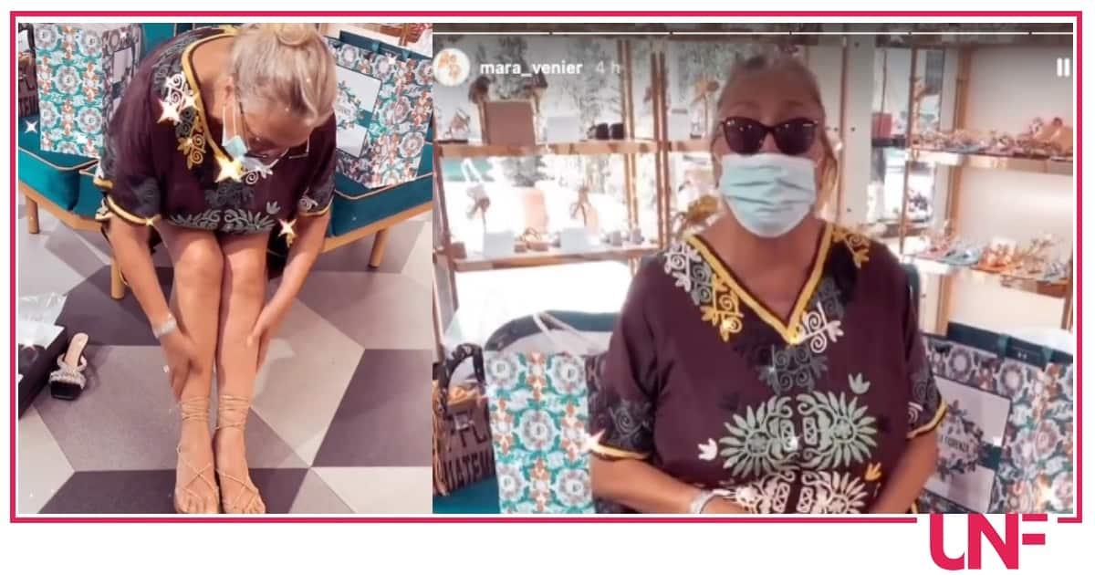 Shopping per Mara Venier, compra le infradito e indossa spesso il caftano