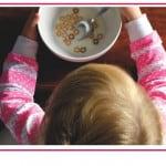 Come tagliare il cibo per i bambini ed evitare il rischio soffocamento