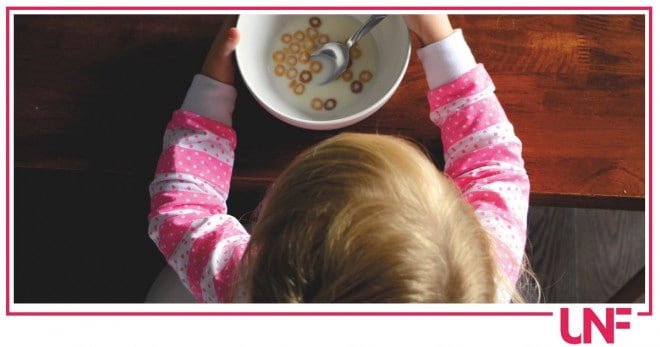 Come tagliare il cibo per i bambini e evitare il rischio soffocamento