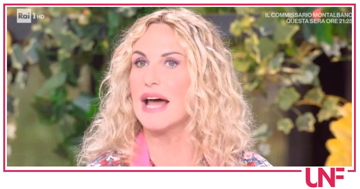 """Antonella Clerici: """"Ho un fortissimo mal di stomaco che non mi passa"""""""