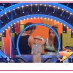 Alfonso Signorini irrompe in diretta su Canale 5 e anticipa i temi del Grande Fratello VIP 6